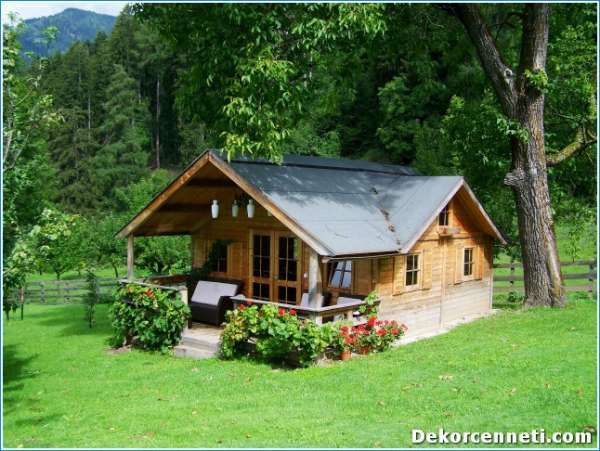 small-wooden-house-906912-192031957311