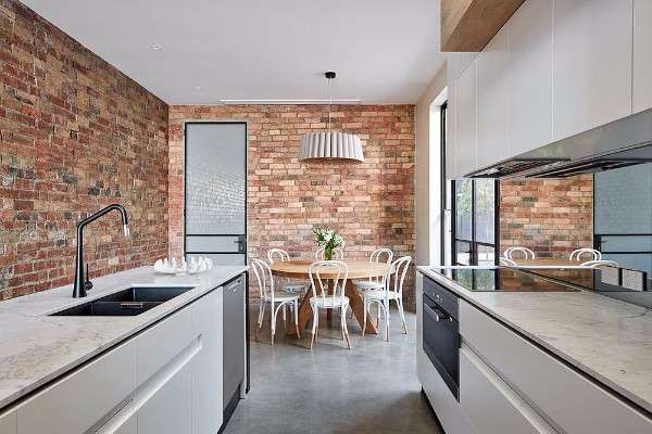yeni-Modern-kitchen-with-brick-walls-and-space-savvy-arrangement