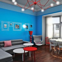 Ana renk olarak mavi kullanırken kombinasyonda soft renkler kullanılmış. Odada kullanılan kırmızı eşyalarla da odaya sıcaklık katılmış